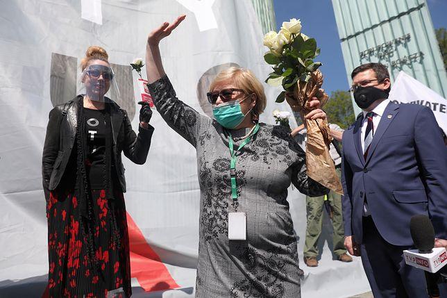 Warszawa, 30.04.2020. Prof. Małgorzata Gersdorf żegna się z Sądem Najwyższym (fot. PAP/Tomasz Gzell)