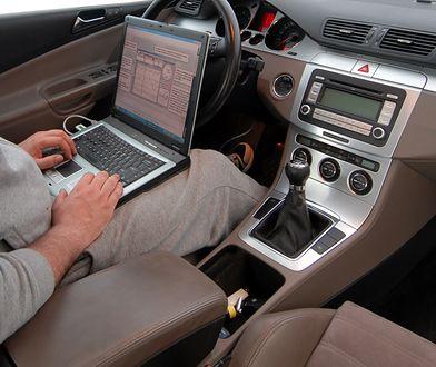 Korekta przebiegu wymaga laptopa, oprogramowania i odpowiedniego auta. Nie jest to nic skomplikowanego