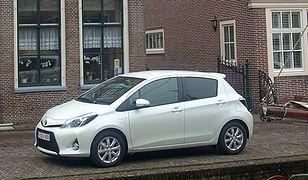 Hybrydowy Yaris - auto, które zarabia na własnych brakach