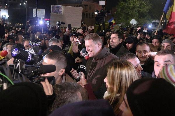 Wzrosła liczba ofiar pożaru w klubie nocnym. Prezydent Iohannis wśród manifestantów