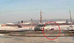 #dziejesiewmoto [248]: wysiadł z auta przed przejazdem i ekstremalna agresja drogowa