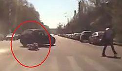 #dziejesiewmoto [324]: matka wypadła z auta i zgubne skutki głaskania psa
