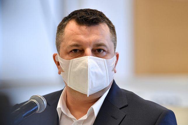 Warszawa.  Szef szpitala tymczasowego na PGE Narodowym dr Artur Zaczyński