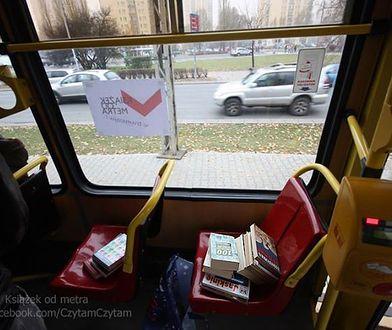 Książek od metra...w tramwaju!