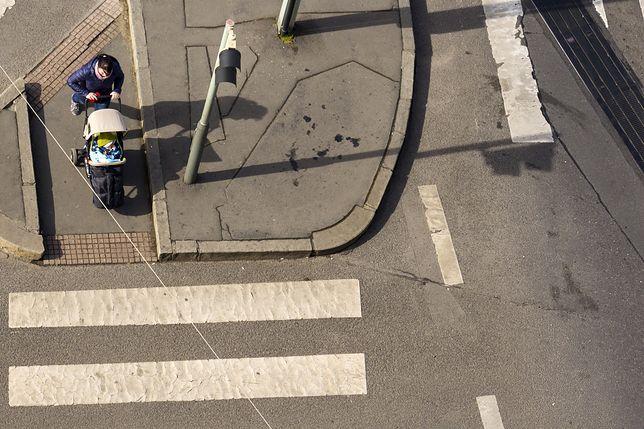Rozpędzona taksówka wjechała w wózek z dzieckiem