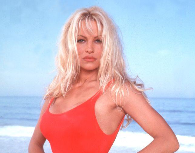 """Pamela Anderson nie przestaje zachwycać. Gwiazda """"Playboya"""" i """"Słonecznego patrolu"""" ma już 52 lata"""