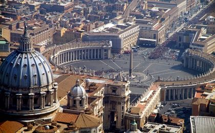 Papież zdecydował, że watykański bank IOR będzie dalej działać