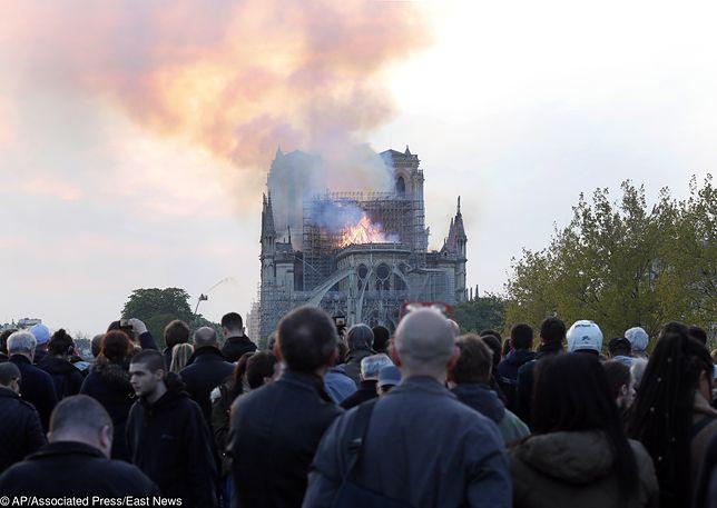 Każdy Francuz jest dziś w żałobie. Wierzący i niewierzący, bez znaczenia – mówi przewodnik po Paryżu