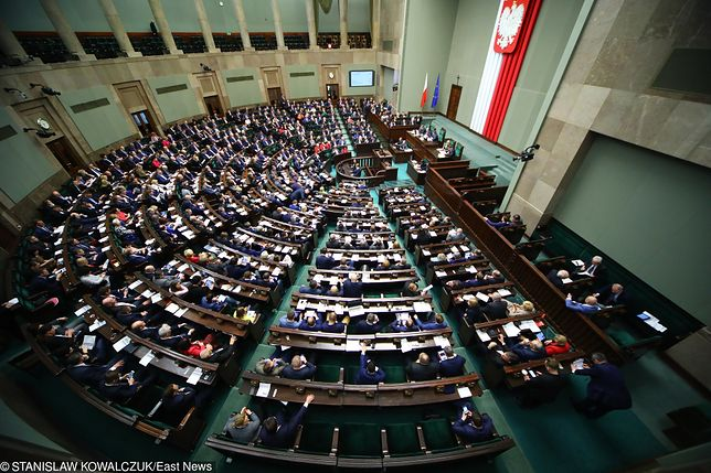 """Sejm jeszcze w czwartek zajmie się ustawą """"antyszczepionkową"""""""