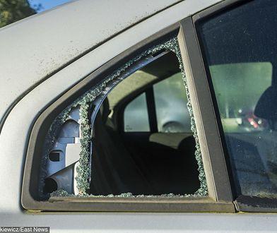 Łódź. Ataki na taksówki. Uszkodzono już 40 aut