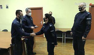 Sosnowiec. Policjanci nagrodzeni. Uratowali życie kobiecie i jej 11 córce