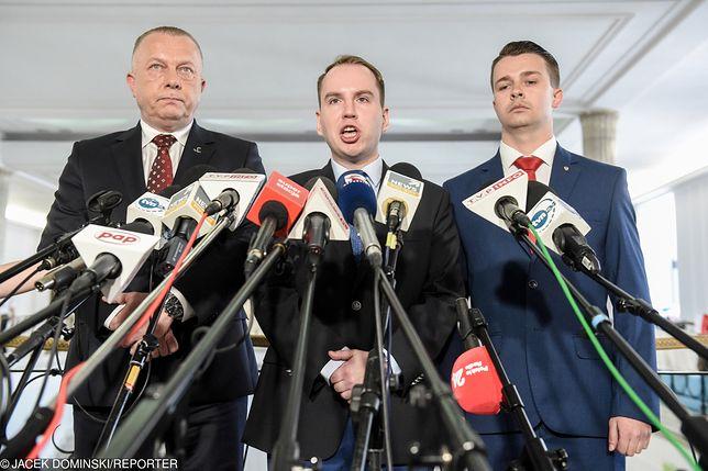 """Andruszkiewicz chce postawić Tuska przed Trybunałem Stanu. """"Szkodliwe i złodziejskie rządy"""""""