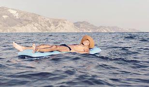 Włochy. Turysta zasnął na materacu. Obudził się po drugiej stronie cieśniny