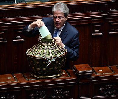 """Premier Włoch złożył dymisję rządu. Przełamano """"impas polityczny"""""""