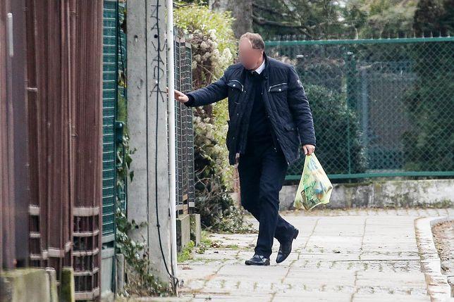 """""""Fakt"""" przyłapał prezesa Kaczyńskiego. W niedzielę wysłał kierowcę po piwo"""