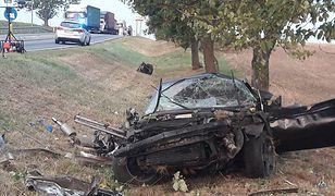 Wypadek na DK22. Samochód jechał prawdopodobnie z bardzo dużą prędkością