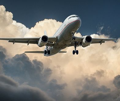 Piloci nie reagowali na polecenia wieży kontroli lotów