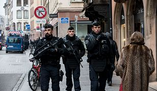 Żołnierze strzegący ulic Strasburga po ataku terrorysty