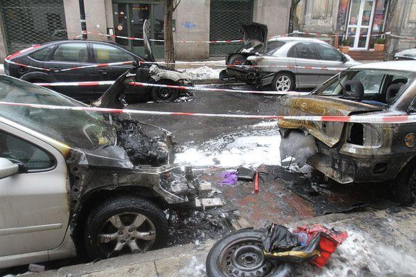 Podpalone auta w Warszawie: policja bada monitoring