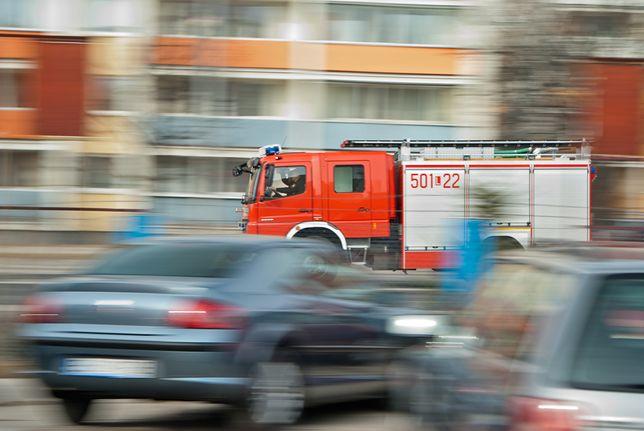 Warszawa. W bloku na Bielanach balkonie płakało dziecko. Interweniowali strażacy [zdj. ilustracyjne]