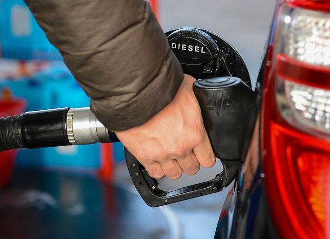Za paliwo płacimy sporo, więc kierowcy wyczekują nawet najmniejszej obniżki