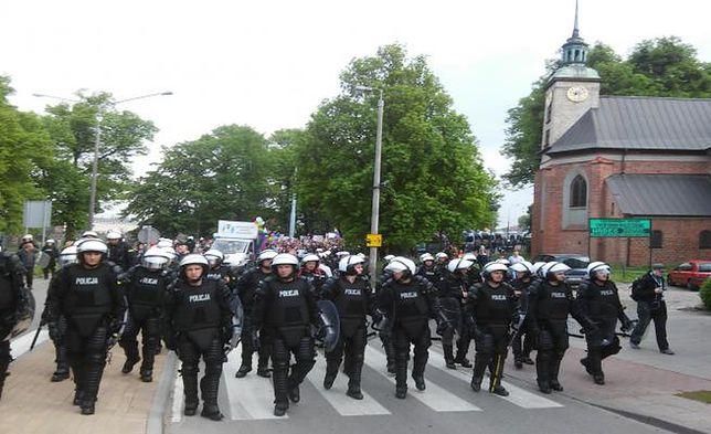 Policjanci oburzeni napisami na bluzach, będzie zawiadomienie do prokuratury