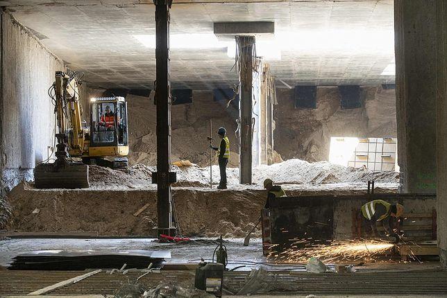 Warszawa. Prace przy bródnowskim odcinku metra prowadzone są na poziomie -2.