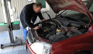 Raport NIK wskazywał, że często przeglądów samochodów dokonują osoby nie posiadające odpowiednich kwalifikacji