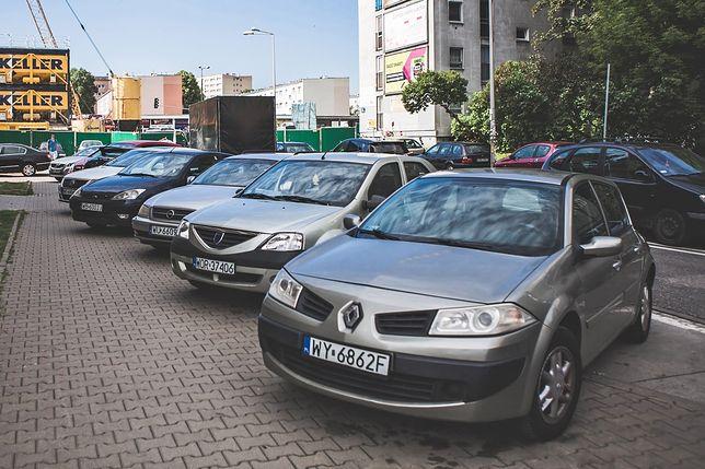 Miejsca parkingowe będą większe, ale i droższe. Zmiana, na którą czekali kierowcy