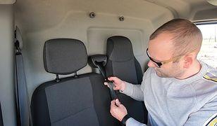 Jak odwrócić klamrę pasa bezpieczeństwa? Prosta metoda na kilka sekund