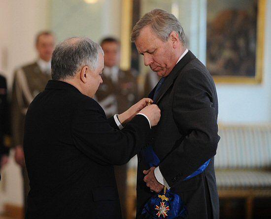Prezydent odznaczył sekretarza generalnego NATO
