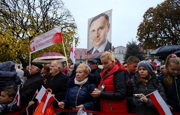 CBOS zbadał w sondażu poparcie dla prezydenta Andrzeja Dudy, parlamentu i Trybunału Konstytucyjnego