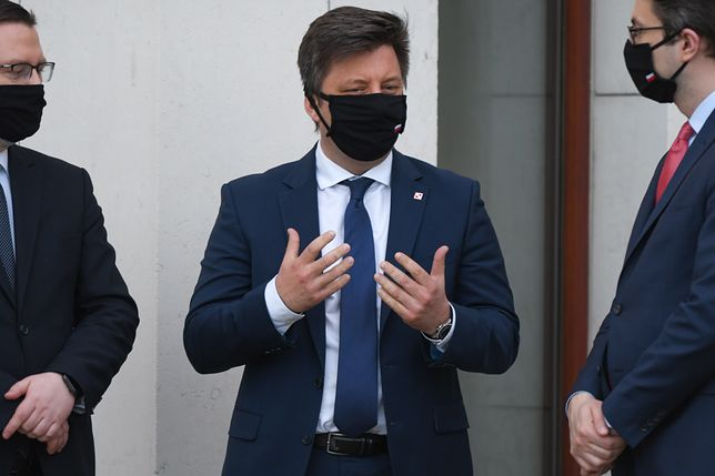 Warszawa. Ministrowie PiS przybyli na kontrolę
