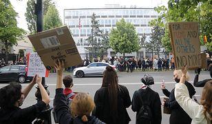 Warszawa przeciwko rasizmowi. Odbył się protest przed ambasadą USA