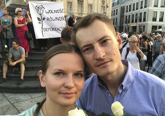 Ludmiła Kozłowska z mężem podczas demonstracji w Warszawie w 2017 r.