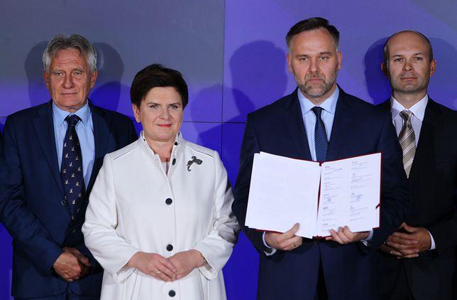 W latach 2015–2016 Dawid Jackiewicz był ministrem skarbu państwa w rządzie Beaty Szydło