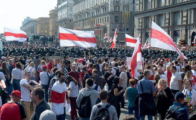 Białoruś. Marsz Pokoju i Niepodległości w Mińsku. W dniu urodzin Aleksandra Łukaszenki