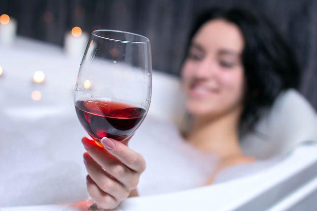 Winoterapia ma działać cuda. Dziennikarz postanowił to sprawdzić