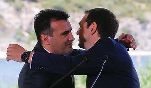 Ceremonia podpisania porozumienia grecko-macedońskiego nad Prespą, jeziorem łączącym oba kraje