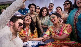 Dwa miliony cekinów, stroje jak z filmu. Priyanka Chopra i Nick Jonas pokazali zdjęcia ze ślubu