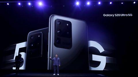 Samsung Galaxy S20 Ultra jest potężny – także fizycznie. Nie zmieści się wam do kieszeni
