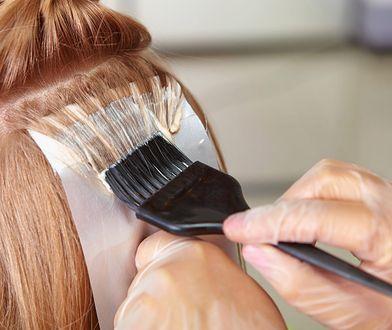 Jak farbować włosy samodzielnie? Farba i kilka akcesoriów i możesz zaczynać