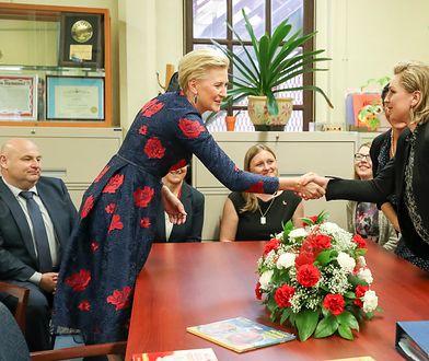 Agata Duda w USA. Piękna sukienka w czerwone kwiaty