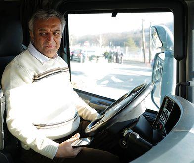 Irański kierowca Fardin Kazemi.