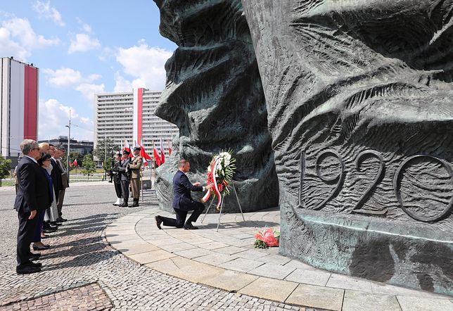 Katowice. 15 sierpnia. Andrzej Duda złożył wieniec i wygłosił ostre przemówienie