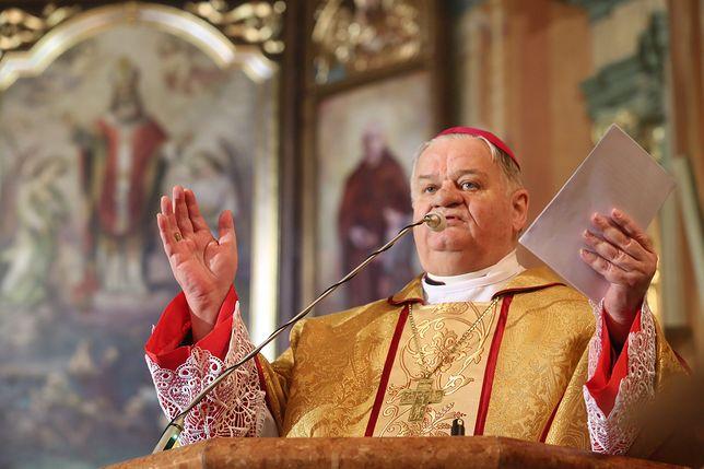 Pedofilia w Kościele. Media donoszą o śledztwie wobec biskupa Tadeusza Rakoczego (zdjęcie ilustracyjne)