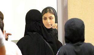 Saudyjki przed meczem piłki nożnej, który obejrzą po raz pierwszy raz w życiu 12 stycznia 2018 roku. Wcześniej, kobiety nie mogły przebywać na widowniach stadionów.