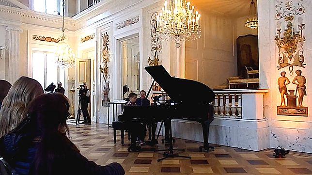 Koncert niespodzianka. Niewidomy 12-latek zagrał w królewskim pałacu