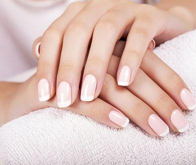 Paznokcie hybrydowe są piękne, ale potrafią bardzo zniszczyć płytkę paznokcia