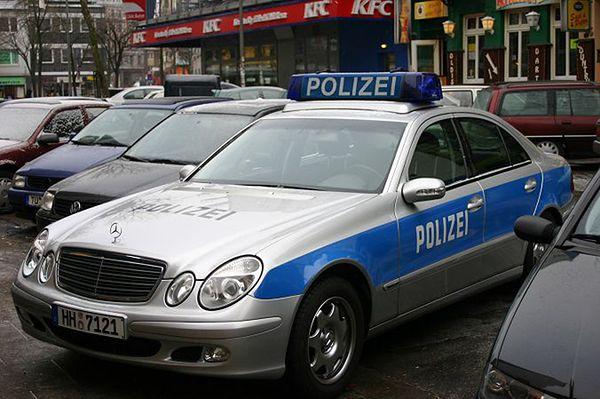 Pościg niemieckiej policji za Polakami. Audi rozbiło się o ścianę domu